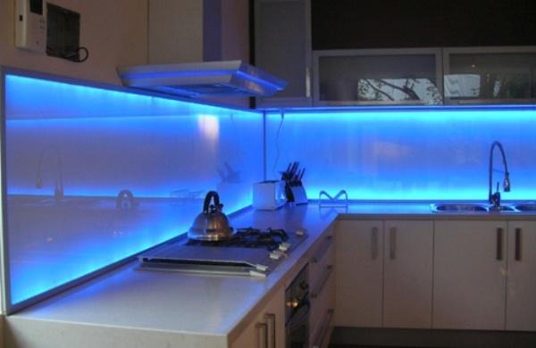 Светодиодная лента и интерьере кухни
